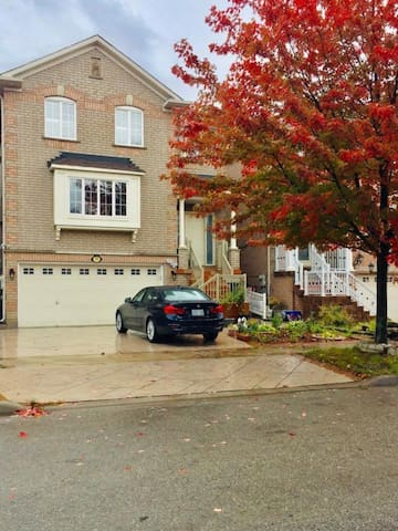 Spacious private 2 bdrm bsmt unit close to Airport