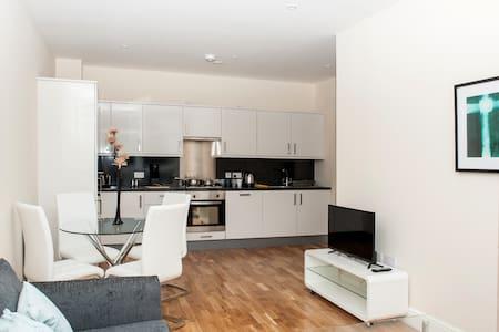 2 bedroom Ashford town centre apartment - Ashford
