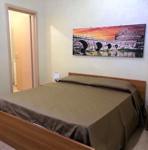 Ampia stanza con WiFi vicino al Colosseo