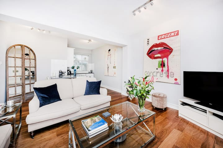 SPACIOUS AND STYLISH 2-BEDROOM IN SOHO