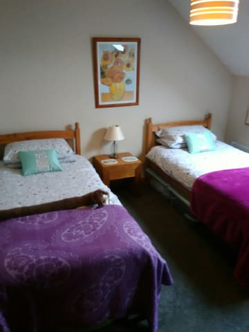 Well appointed twin bedroom.
