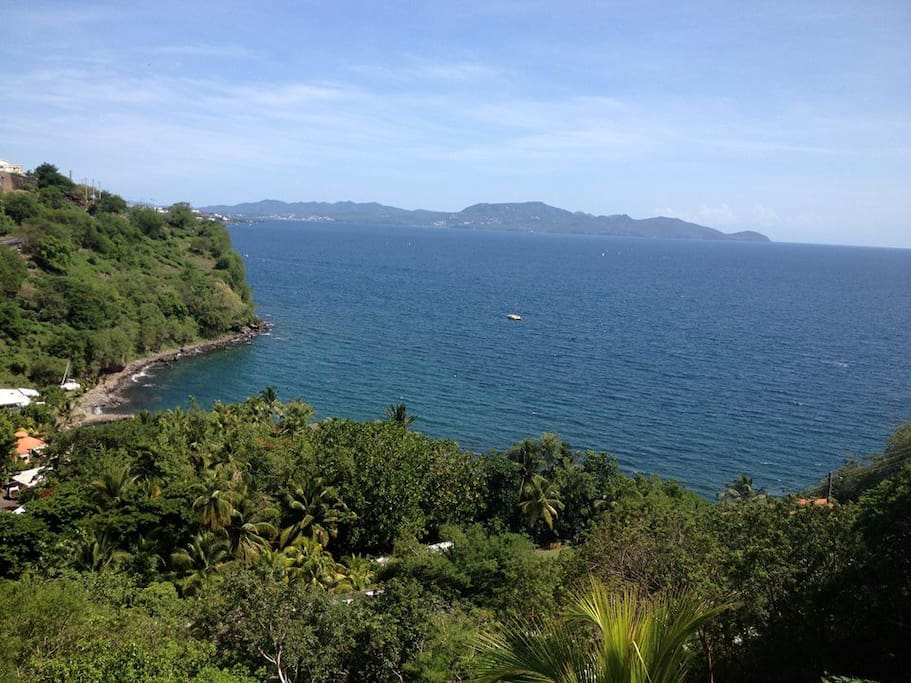 Vue sur la mer des caraibes et plage juste en bas