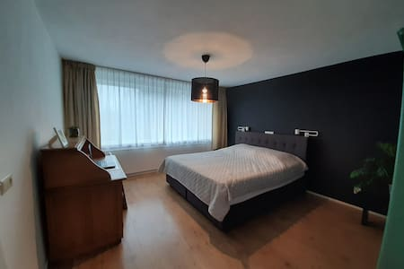 Comfortable private room near Airport & Centre
