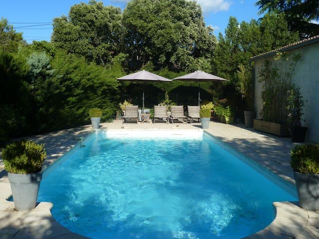 Grande maison FAMILIALE au calme avec piscine. - Parignargues - House