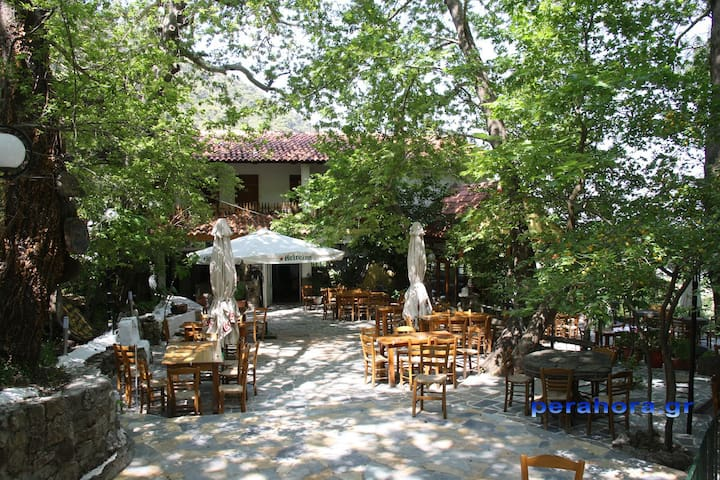 Typical Greek cottage house !!! - Perachora - House