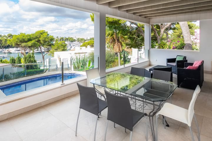 Holiday Home Cala Llonga Mar with Sea View, Mountain View, Wi-Fi, Garden, Terraces & Pool; Parking Available