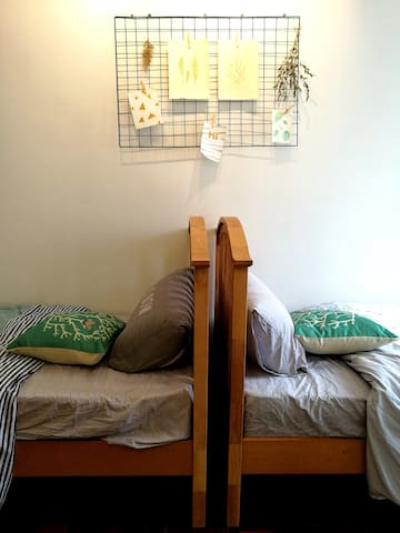 Promo Twin Bedroom (Aircon+Wifi+Parking)