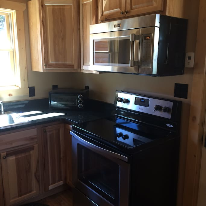 Fully equipped Kitchen, new appliances & granite counter tops