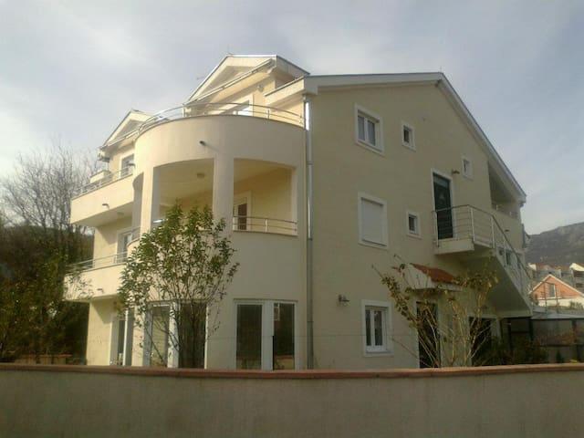 APARTMANI MANDIC - Bijela