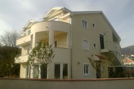 APARTMANI MANDIC - Bijela - Apartment