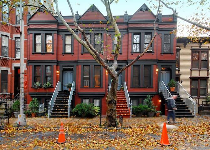 1 Stop fr. Manhattan! Private Suite,Landmark Block