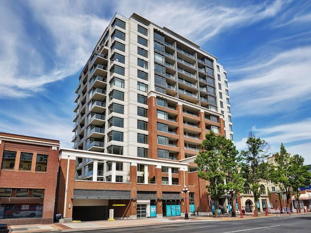 Modern Condo in the Heart of Downtown Victoria