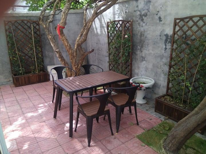 济南市区正中央稀缺房源毗邻各大景区带私家庭院