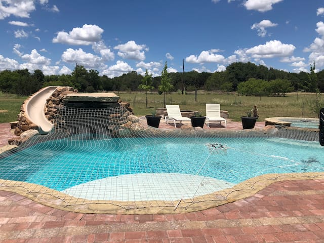 Closein country estate with pool