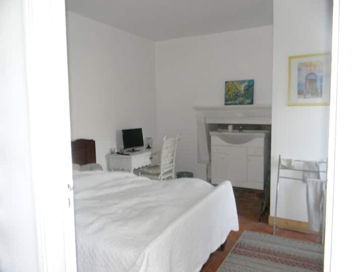 Studio in Langon, with enclosed garden and WiFi