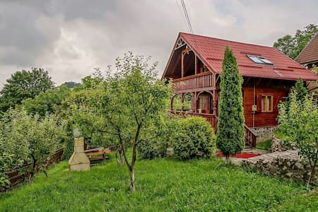 Chalet near the forest, close to Brasov - Săcele - กระท่อมบนภูเขา