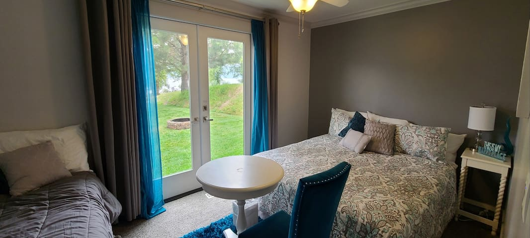 Main bedroom with King and single beds.  Room is 147 square feet.