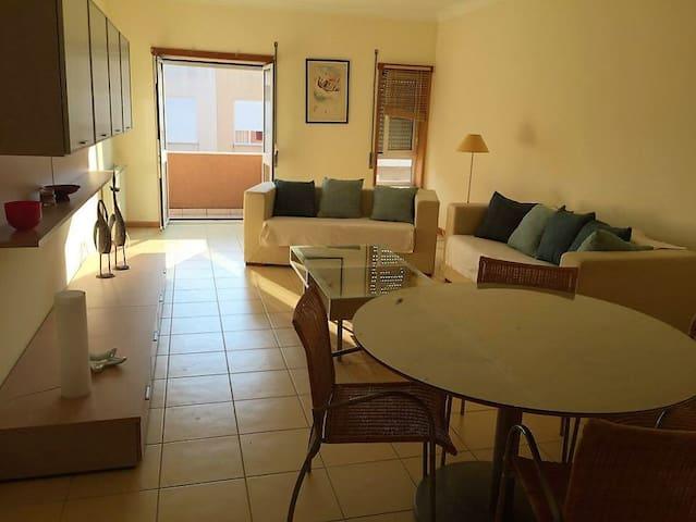 Beach Apartment 2 Bedroom(6p) + 2 balconies w/ BBQ