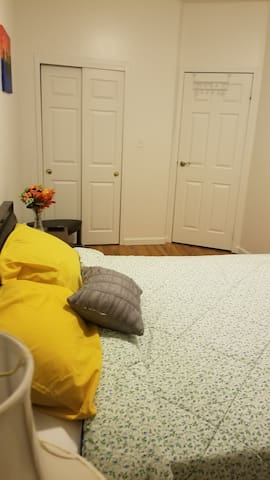 Cozy & Clean Room (1 bedroom, near Airports)