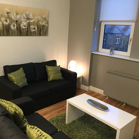 Apt 2, the Old School Hse, stylish, comfy  2 bed - Morley - Apartment