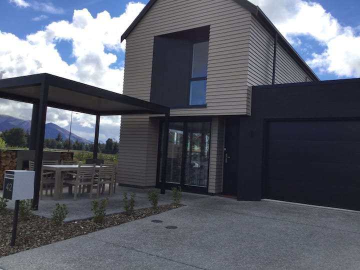 Northlake Wanaka  Ten minutes drive to Wanaka township. Handy to Cafe , Child Care. Five minutes to Albertown and 15 minute walk to Lake.