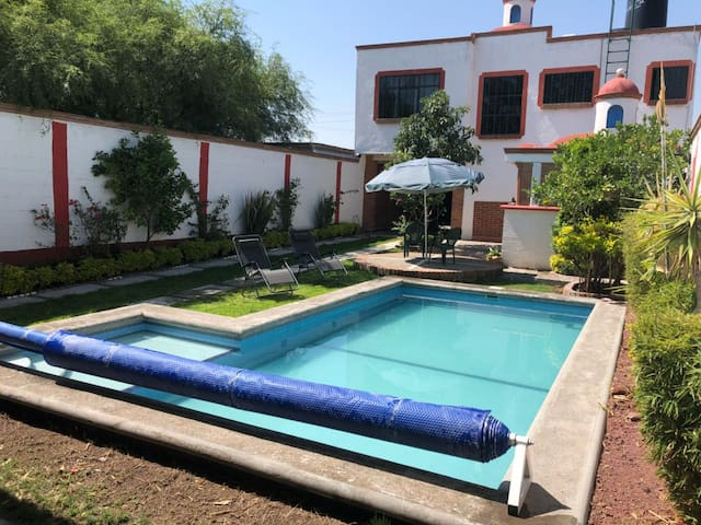 Full House with swimming pool. Safe and Privacy