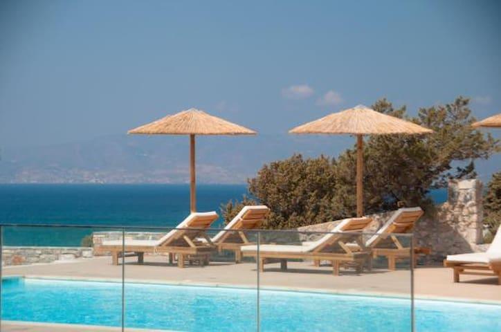 Phoenicia Apartment Naxos