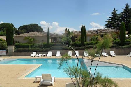 Un Mazet au pied des Alpilles ( Classé 3 étoiles ) - Saint-Rémy-de-Provence - Rumah
