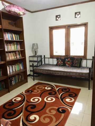 Library & Guess room 4 (2nd floor)