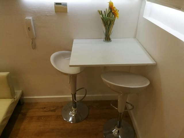 """THE NOOK STUDIO""  en suite in Meanwood Headingley"