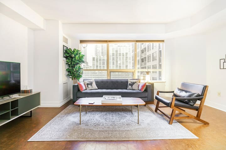 Cozy, Welcoming Condominium Close to CN Tower
