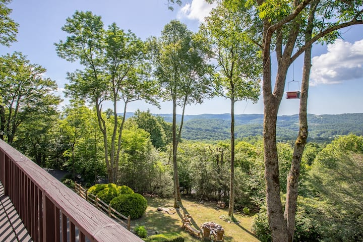 Large Blowing Rock Mountain Home w/ Hot Tub, Views, Foosball, Fire PIt, & More!