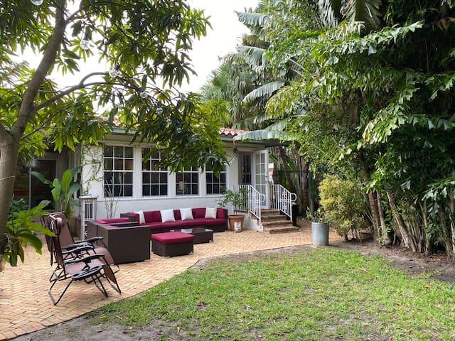 Entire House Best Miami Beach Location Sleeps 8-10