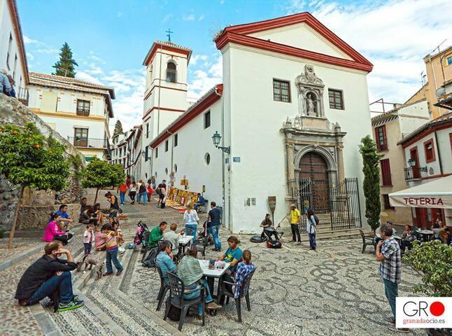 Placeta de San Gregorio, Albaycín, a 400 metros