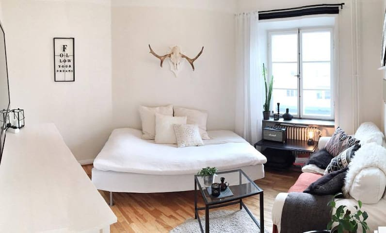 By The Sea: Cosy & Central - Stockholm - Leilighet