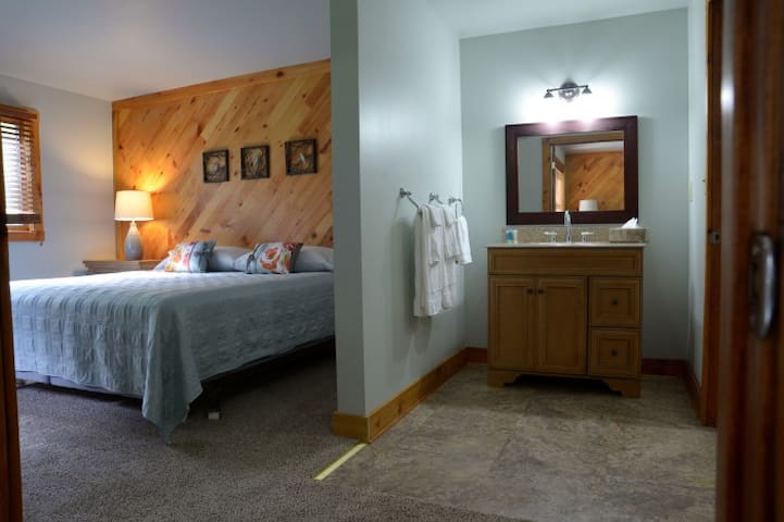 2 Bedroom Suite Comfortable and Private