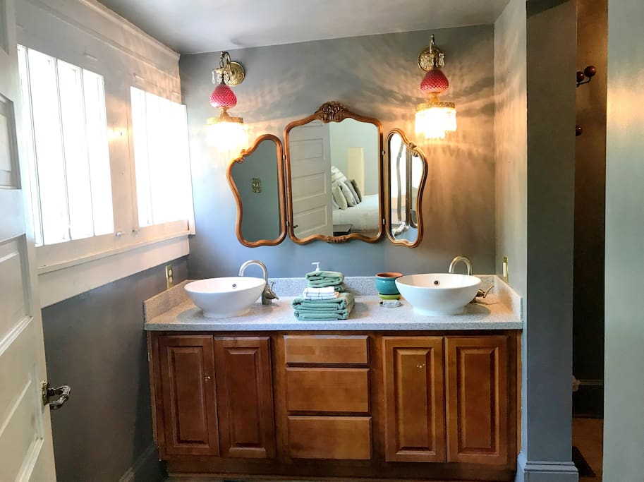 Powder Room / Master Bath