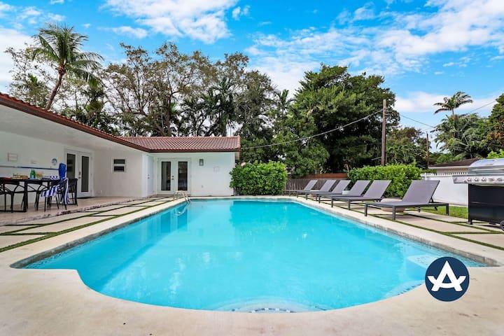 Sextant | Luxurious Mango Villa | Heated Pool + Hot Tub | 15 mins to Miami Beach