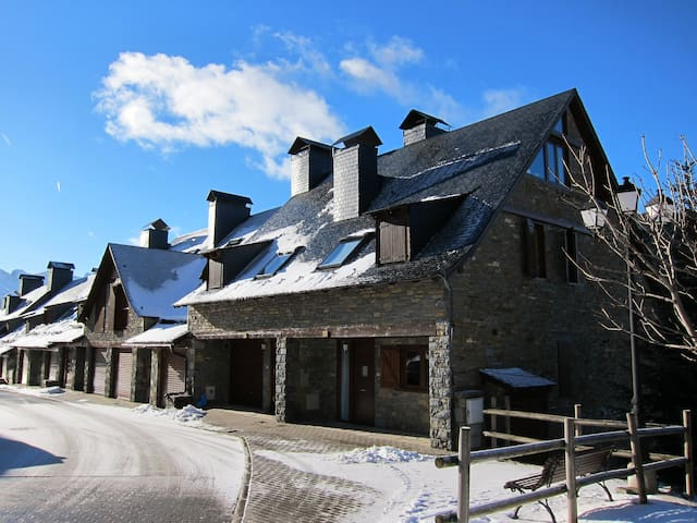 Best Family House in BAQUEIRA - best Ubication  - Lleida - House
