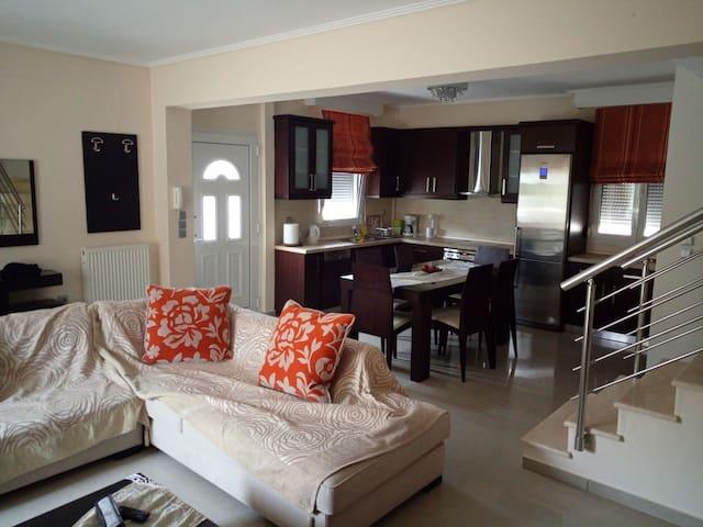 Luxurious spacious house very new close t th beach