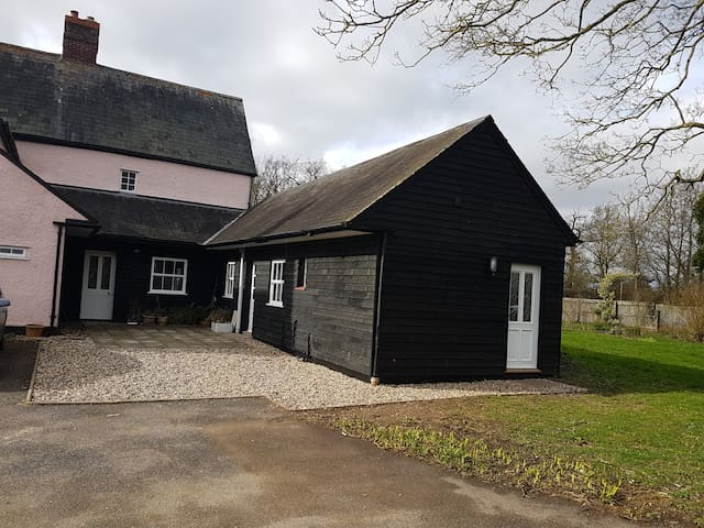 The Fox Inn Annexe, Horses & Hens. - Longstowe - Guesthouse