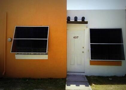 Acogedora casa habitación cerca del mar - Fraccionamiento Altavela - House
