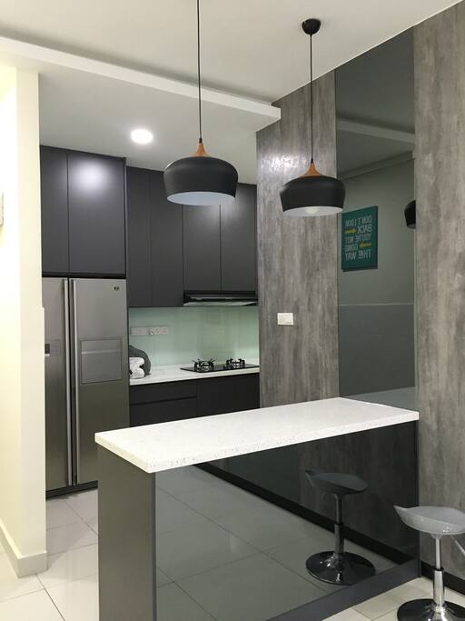Enjoy ur meal time on this kitchen-island while u're planning for your travel of the day!