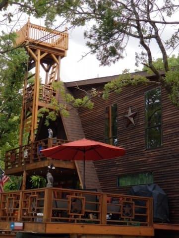 Enchanting Lake Texoma Cabin w/Jacuzzi & Golf Cart