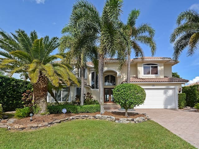 Luxury Waterfront Estate in Delray!