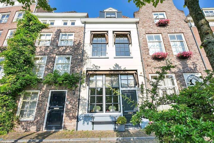 Klassiek grachtenpand in hartje stad - Privé kamer - 's-Hertogenbosch - Stadswoning
