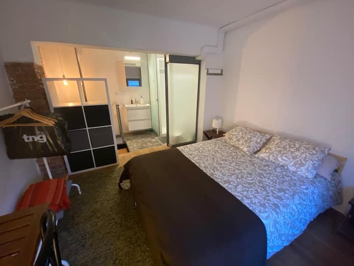 """Habitación en loft """"charmant""""- Poblenou, Barcelona"""