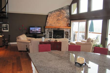 Luxury waterfront 40 mins from Ottawa - Val-des-Monts - House - 1