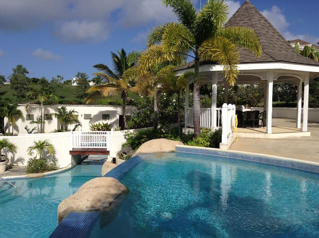 Luxury Apartment  Vuemont  Speightstown West Coast