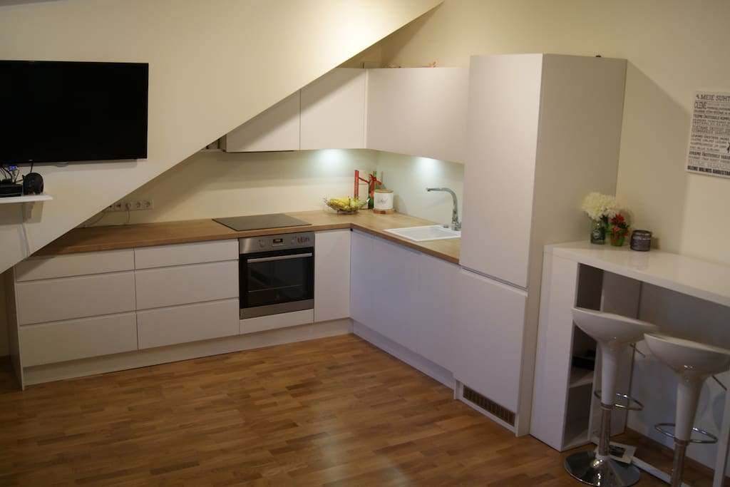 Kitchen is fully equipped - stove, oven, dishwasher, blender, water kettle and kitchenware.
